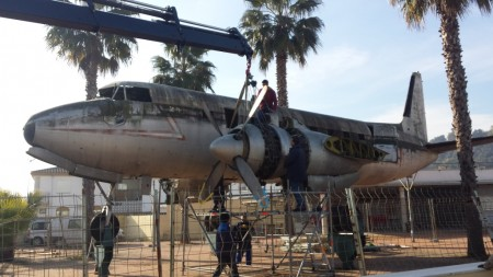 Desmontaje del Azor T7-16 en Gelves para su restauración tras 15 años a la intemperie.