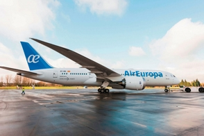 moderno avion de air europa volara al pais