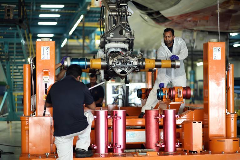 emirates engineering cambio tren aterrizaje airbus a380
