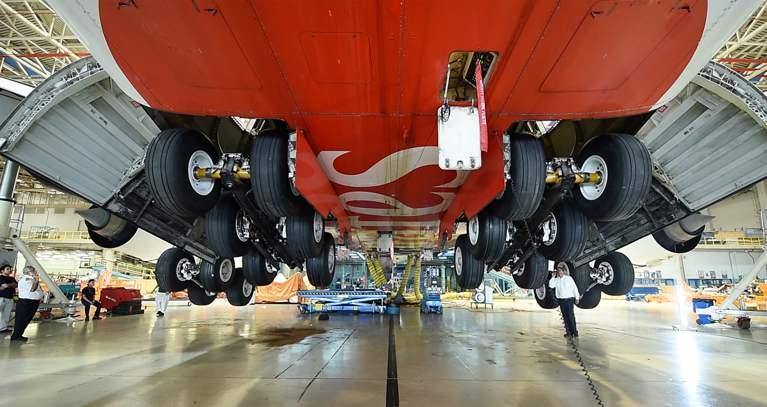 Cambio tren aterrizaje Airbus A380 Emirates Engineering