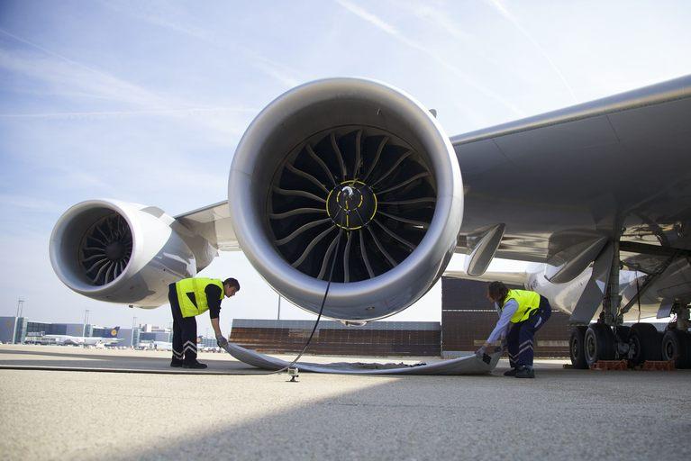 El sistema CyClean Engine de LHT permite la limpieza de los motores de avion un 70% mas rápido y sin necesidad de hangar